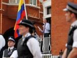ЛОНДОН: Асанж остао без полиције испред еквадорске амбасаде