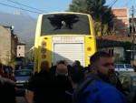НОВИ ИНЦИДЕНТ: Аутобус с верницима из Београда каменован у Пећи