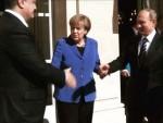 КИЈЕВ: Порошенко забранио приказивање руковања с Путином