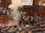 ПРИШТИНА: Опет активиран сузавац у Скупштини