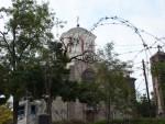 СРБИ СЕ ВРАТИЛИ У ЈУЖНУ МИТРОВИЦУ: Васкрсао живот у храму Светог Саве