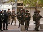 ХАПШЕЊА У ПАРИЗУ: Жена се разнела експлозивом, рањено неколико полицајаца
