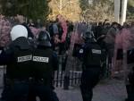 """БОМБА ЗА """"УСТАВНИ СУД"""": Поново сукоб полиције и опозиције, поново сузавац у Приштини"""