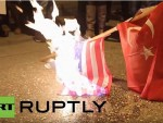 ГРЧКА: Демонстранти запалили америчку и турску заставу