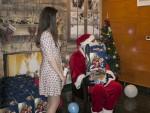 РАДОСТ: Уз представу и Деда Мраза у Андрићграду уручени пакетићи најмлађима