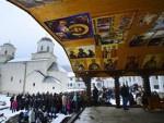 У СУСРЕТ НАЈРАДОСНИЈЕМ ПРАЗНИКУ: Православни верници у свету обележаваjу Бадњи дан