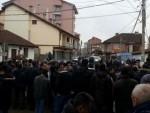 ПОЛИЦИЈА СПРИЈЕЧИЛА НАПАД АЛБАНАЦА: Расељени Срби стигли у Ђаковицу уз пратњу полиције
