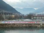 ФОЧА: Постављен транспарент дуг 50 метара