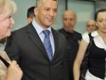 УМЕСТО У ЗАТВОР – У ФОТЕЉУ: Поздрав из Сарајева Србима у БиХ