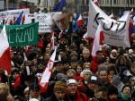 ХРВАТИ ОГОРЧЕНИ: Пољаци пале заставу ЕУ, а ми се додворавамо