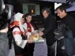 СТИЖУ ГОСТИ КУСТЕНДОРФА: Хлеб, со и медовача за Матеа Гаронеа