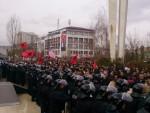 СРПСКИ ПОСЛАНИЦИ УЧЕСТВОВАЛИ У ГЛАСАЊУ: У Приштини велики сукоб присталица Тачија и Куртија