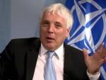 СЛИЧАН СЕ СЛИЧНОМ РАДУЈЕ: Џејми Шеј прима у Приштини награду за људска права