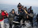 ЧЕШКИ ПРЕМИЈЕР: Ако се мора, зауставити избеглице на Балкану