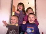 ОСТАВИЛА ИХ МАЈКА: Ученици основних школа Српске помажу малим Ђокићима на Косову