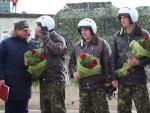 ДОЧЕКАНИ КАО ХЕРОЈИ: Музика, балони и цвеће за повратак пилота из Сирије