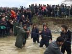 СКОПЉЕ: Избеглице заобишле ограду, велики број миграната ушао у Македонију