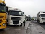 """УДАР НА СВЕ ШТО ЈЕ СРПСКО: Припадници """"Самоопредељења"""" поново преврнули камион са српском робом"""