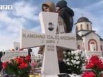 БОЛНО СЈЕЋАЊЕ: Хиљаде сарајевских Срба запалиле свијеће на Малом Зејтинлику