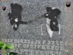 РАСКОПАНИ ГРОБОВИ, ПОРУШЕНИ СПОМЕНИЦИ, ПОЛОМЉЕНИ КРСТОВИ: Срби, на Задушнице, у пратњи полиције стигли до гробља у јужној Митровици