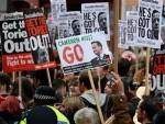ЛOНДOН: Хиљаде људи на протесту против Kамерона