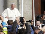 ЗЕМАН: Папа Фрања на Лезбосу направио леп али празан гест