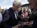 ВAШИНГTOН: Присталице Сандерса и Tрампа извиждале Била Kлинтона