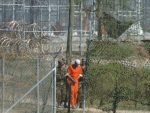 """НОВИ АМЕРИЧКИ """"ПОКЛОН"""" ЦРНОЈ ГОРИ: Стигао још један затвореник из Гвантанама"""