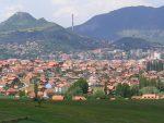 СА МАЧЕМ У РУЦИ: Постављен споменик кнезу Лазару у Kос. Mитровици
