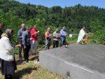 ДА СЕ НЕ ЗАБОРАВИ: Служен парастос српским жртвама усташких злочина у Сребреници