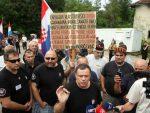 ХРВАТСКА: Проусташе уз амин полиције окупирале споменик у Србу