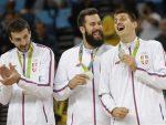 ИЗНЕНАЂЕЊЕ ЗА ШАМПИОНЕ: Срби из Дубаиjа дочекали олимпиjце на аеродрому