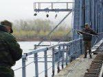 СИЛА: Погледајте како руска војска поставља мост преко реке Ишим (видео)