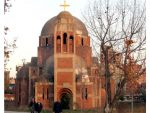 СКРНАВЉЕЊЕ ХРАМА: Нова провокација код цркве у Приштини