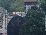 ПРЕТЕ ПОЛИЦИЈОМ И КАЗНАМА: Косовске власти блокирале радове на манастиру у Призрену