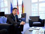 """МЕКАЛИСТЕР ТВРДИ: """"Србија више сарађује са НАТО него са Русијом"""""""