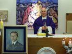 """ЗАГРЕБ: Бискуп Комарица """"благословио"""" слику свеца коју је насликао Анте Готовина"""