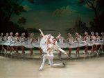 "БEOГРAД: Jош jедно извођење балета на леду ""Лабудово jезеро"""