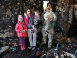 ТУГА У УРСУЛАМА КОД СЈЕНИЦЕ: Баждарима изгорела кућа, троје деце дрхте на згаришту, мајка у седмом месецу трудноће