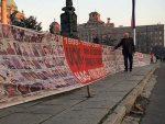 ХВАЛА ФРАНЦУЗИ: Српски зид плача премјештен пред амбасаду Француске у Београду