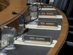 ПОЛИТИКО: Сенат САД-а се распада, ниски ударци демократа