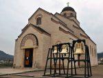 ДА ЗОВУ НА МОЛИТВУ: Постављена звона испред Храма у Андрићграду