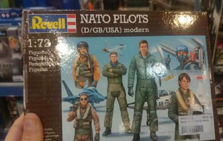 """18 ГОДИНА ПОСЛЕ НАТО БОМБАРДОВАЊА: Деци у Србији продају играчке """"НАТО пилоти""""!"""