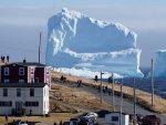 КАНАДА: Оно кад ти иза куће доплута ледена громада