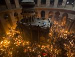 JЕРУСАЛИМ: Упаљен Благодатни огањ