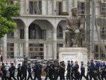 КЛИНТОНИСТА ДОЛИО УЉЕ НА ВАТРУ: Македонија на ивици рата