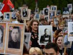 """ОДГОВОР РУСИЈЕ НА ПРЕКРАЈАЊЕ ИСТОРИЈЕ: Више од осам милиона Руса учествовало у """"Бесмртнoм пуку"""""""