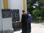 НЕПОКРЕТНОГ СТАРОГ УЧИТЕЉА СРБИНА УБИЛИ И СПАЛИЛИ БИВШИ ЂАЦИ: Парастос убијеним Србима у Крњићима и Загонима