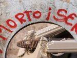 НЕМА ЖИВОТА ЗА СРБЕ: Запаљена српска школа код Липљана на Космету