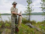 РУСИЈА: Путин на одмору у Сибиру – камповање, пјешачење, подводни лов на штуку